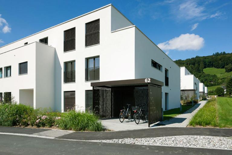 Belp – Würbel: Aussenansicht Eigentumswohnungen | Mehrfamilienhaus C4, Kastanienweg 61–97 | Zürcher Immobilien, GHZ Architekten AG