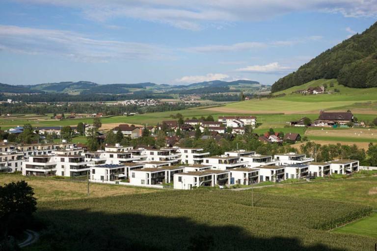 Belp – Würbel: Gesamtansicht Überbauung, Kastanienweg 61–97 | Zürcher Immobilien, GHZ Architekten AG